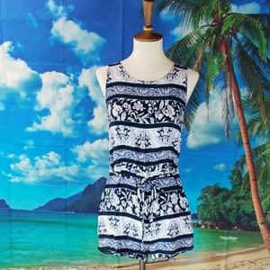 COPY - 🛍Blue & white romper with tie at the waist…